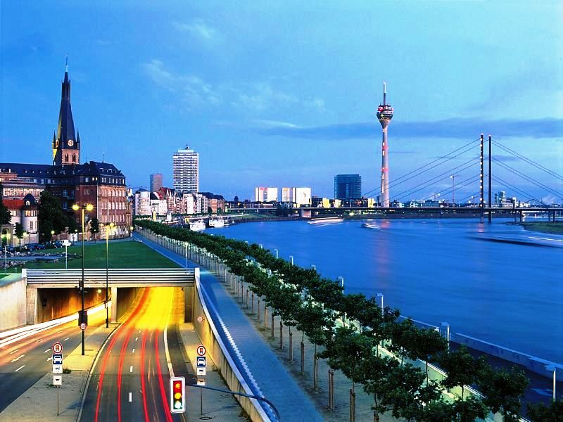 Dusseldorf or the longest bar in the world