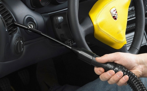 Car vacuum cleaner with nozzles