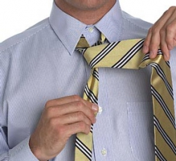 How to tie a tie with a small knot_1