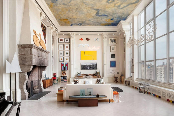 Living room with high ceiling