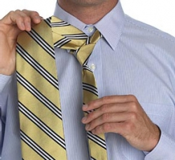 How to tie a tie with a small knot_3