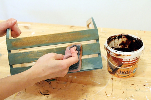 Water lacquer on the box