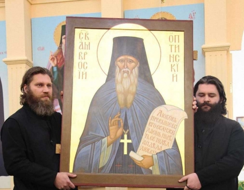 Priests with the icon of Ambrose of Optina