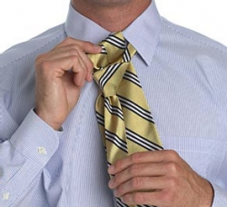 How to tie a tie with a small knot_2