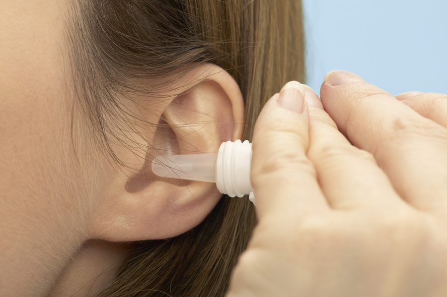 Pipette in the ear