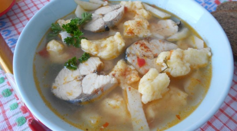 Soup with dumplings and canned food