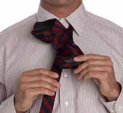 Tie a tie with a simple knot4