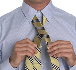 How to tie a tie in a small knot