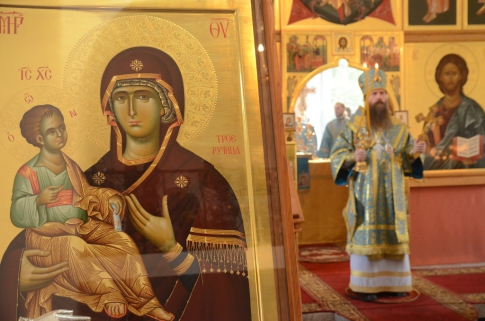 Service with a holy icon