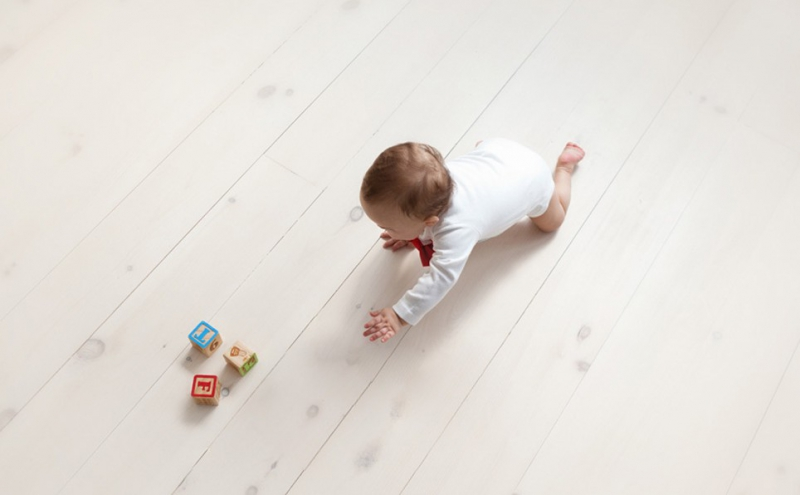 Child and cubes